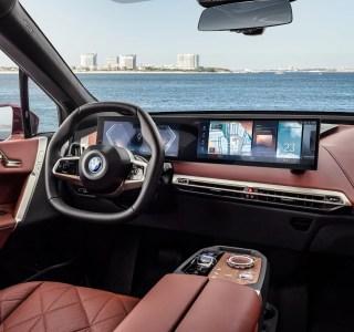 BMW iDrive: la nouvelle interface se loge dans un large écran incurvé et introduit plein de nouveautés
