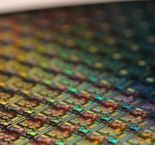 Chahuté par la concurrence, Intel veut mettre le turbo sur la finesse