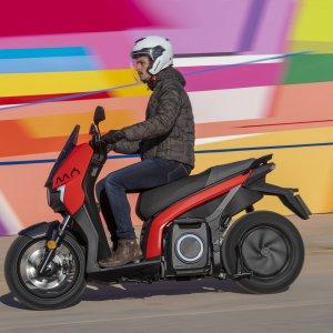 Essai du Seat MÓ eScooter125: la nouvelle référence des scooters électriques?