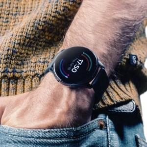 Prise en main de la OnePlus Watch: des promesses et des craintes