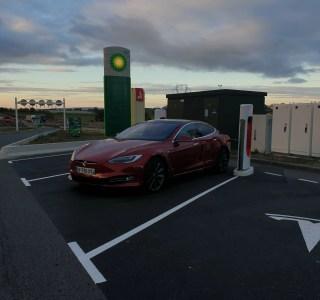 Tesla augmente encore discrètement le prix de ses Superchargeurs, on fait le point avec nos calculs