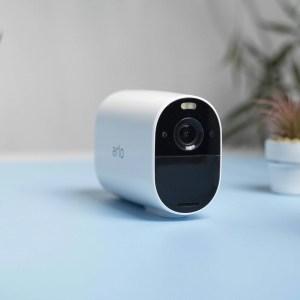 Test de la Arlo Essential Spotlight XL : la caméra au rapport qualité-prix qui manquait à Arlo