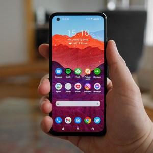 Prise en main de l'Asus Zenfone 8 : un smartphone compact… pour 2021