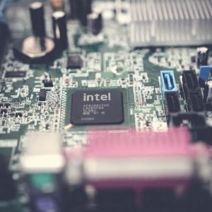 Pour rattraper AMD et Apple, Intel prévoit un retour en force en 2025