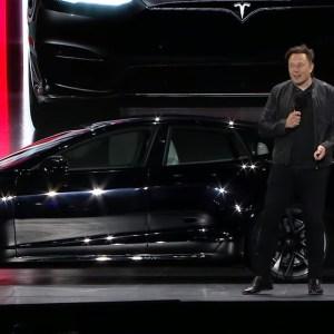 Le volant Yoke de Tesla est là pour rester, selon Elon Musk