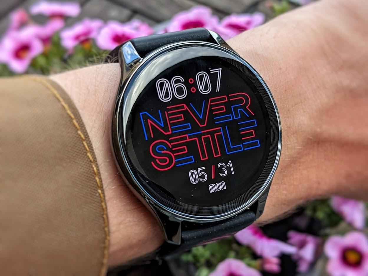 Test de la OnePlus Watch : elle n'a de montre que le nom