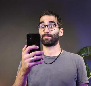 Android 12 : comment mon smartphone obéit à mes sourires et mes sourcils