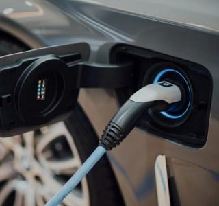 71,9 % des voitures vendues sont 100 % électriques en Norvège contre 8 % en France : 4 raisons qui expliquent cette différence