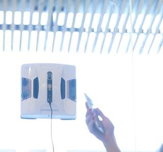 Hobot-2S, le laveur de vitres connecté idéal pour les très grandes surfaces