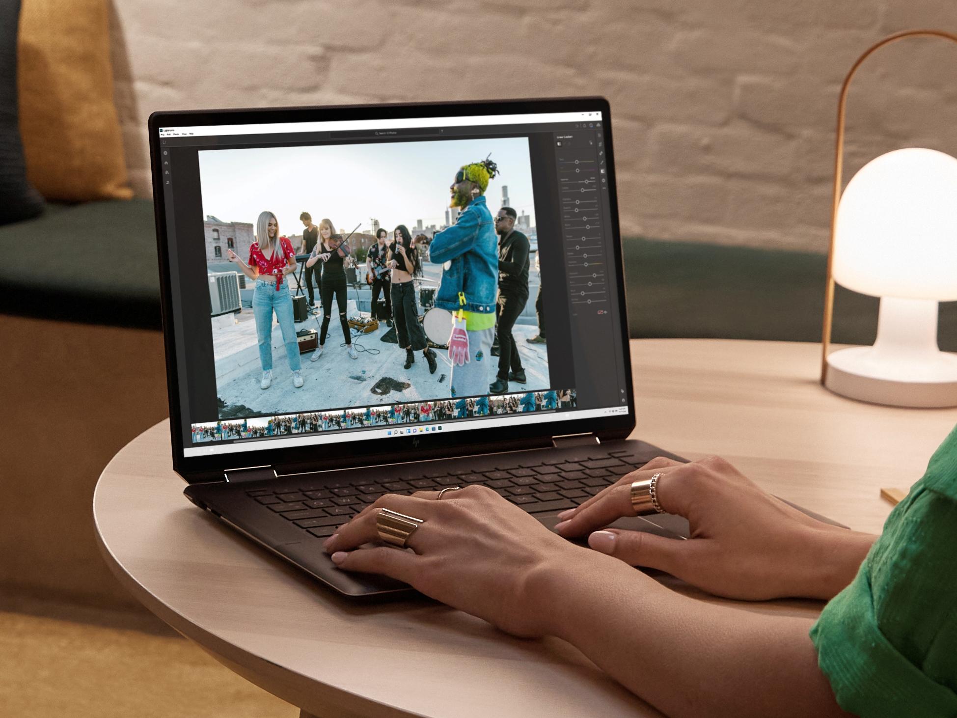 HP annonce son Spectre x360 16, un laptop puissant avec écran 3K et webcam raffinée