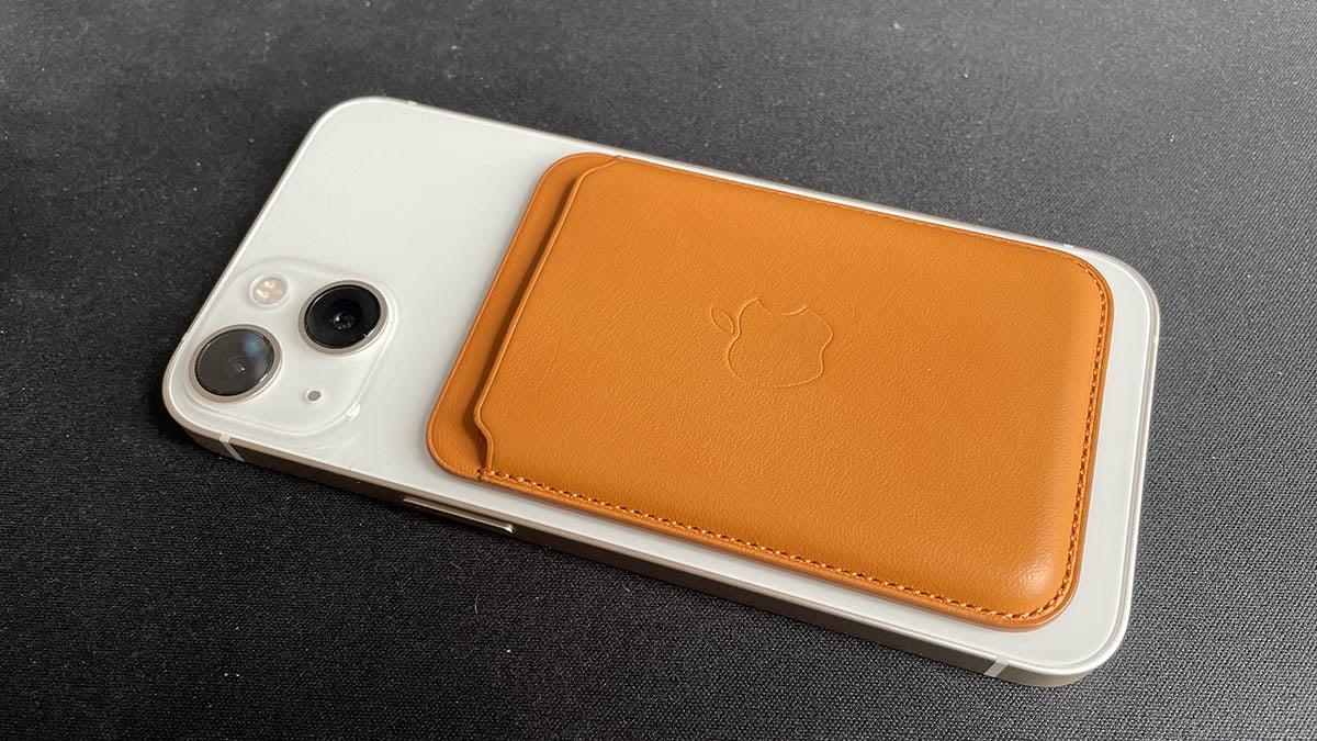 iPhone 13 : on a testé le porte-cartes MagSafe qu'Apple ne veut plus que vous perdiez