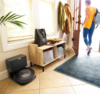 iRobot Roomba j7+ : l'aspirateur robot qui veut s'adapter intelligemment à vous