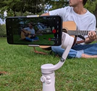 Test du DJI OM5: le selfie-stick n'est pas mort, il est stabilisé
