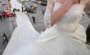 la-plus-longue-robe-de-mariee-du-monde-180×124