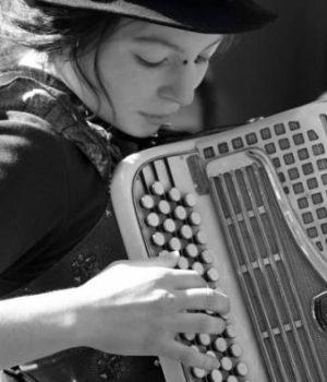 madmoizelle-accordeoniste