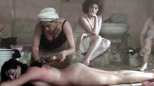 Je t'emmène dans un hammam marocain, où la féminité est décomplexée
