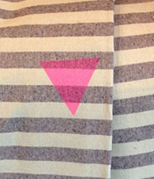urban-outfitters-triangle-rose-polemique