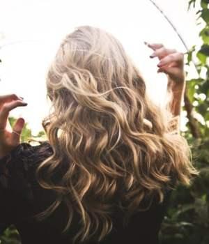 techniques-boucles-ondulations-cheveux-sans-chaleur