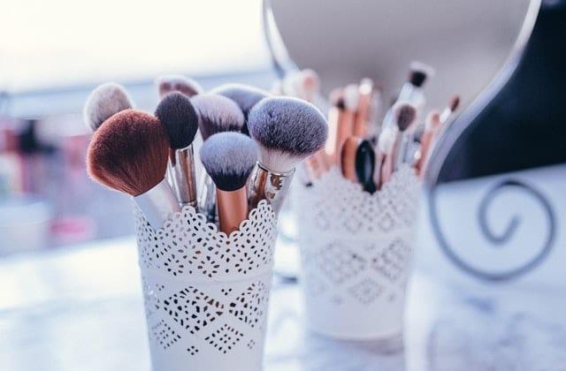 choisir-pinceaux-maquillage-teint