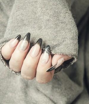 gel-nails-1878296_640