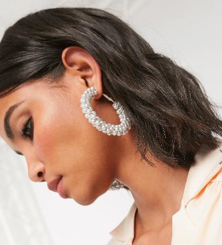 12 paires de créoles 90's, les boucles d'oreilles phares du moment