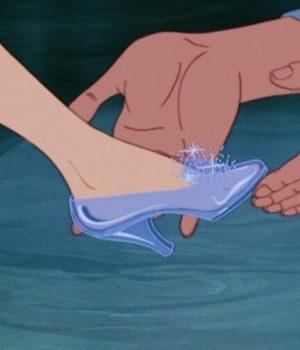 Les pantoufles de verre de Cendrillon dans le dessin-animé de Disney