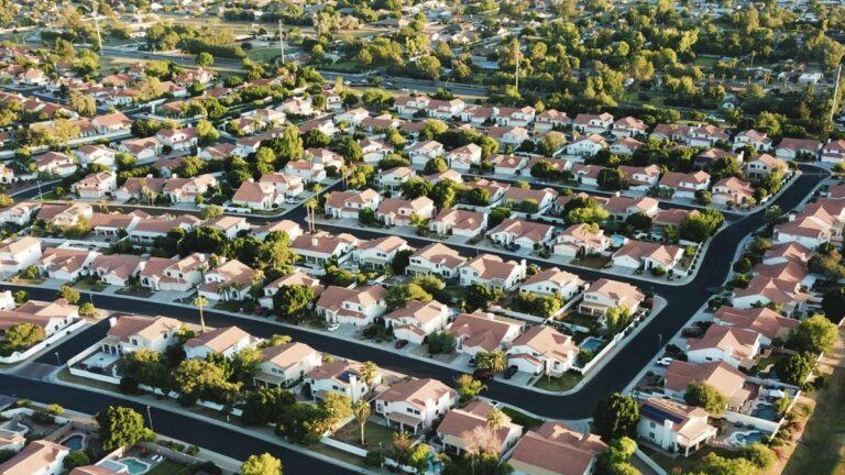 «banlieue-pavillonnaire-angoisse»