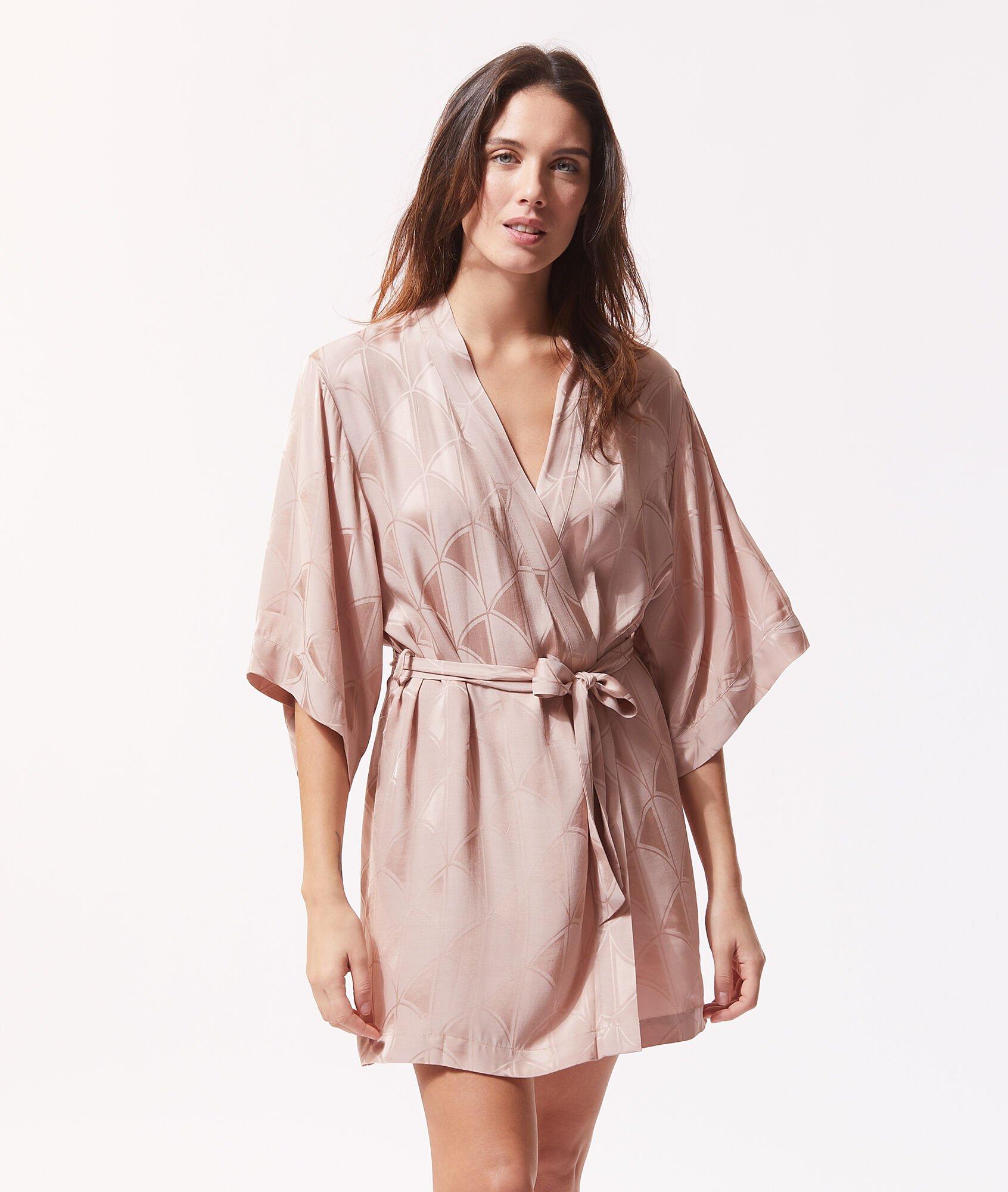 10 robes de chambre en polaire ou satinées pour un maximum de confort à la maison