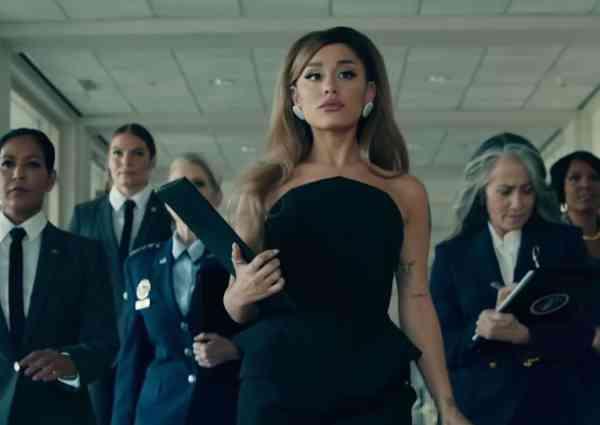 Ariana Grande en présidente des États-Unis dans le clip de sa chanson