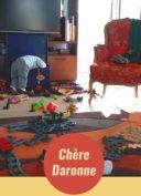 enfant-teletravail-salon-jouets