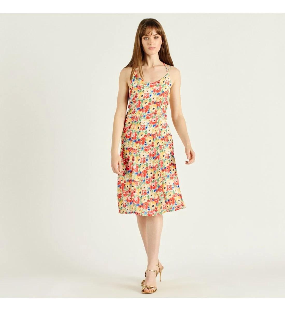 Robe longue à fines bretelles et imprimé fleurs en 100% polyester et doublure 100% viscose, Artlove, 36€ au lieu de 45€.