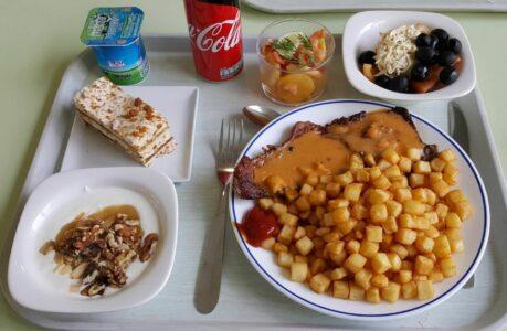 Plateau_d'un_étudiant_au_Restaurant_Universitaire_d'HECParis