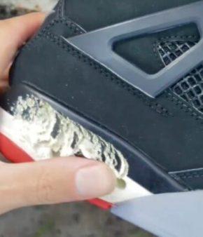 Une semelle de baskets en train de se décomposer au simple passage d'un doigt après avoir été conservée dans leur boîte d'origine pendant près d'une vingtaine d'années