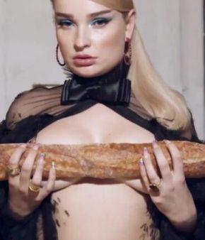 Kim-Petras-adore-les-baguettes-dans-le-clip-de-Future-Starts-Now