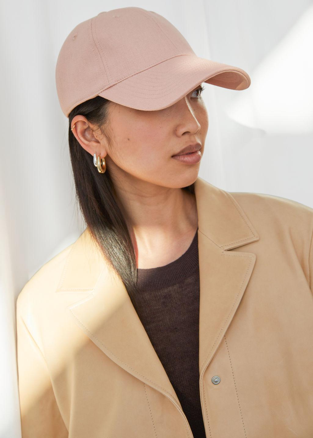 La casquette peut-elle remplacer le bonnet cet automne-hiver ?