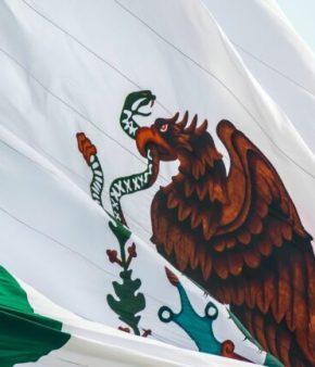 drapeau mexicain flottant