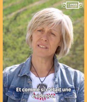 Delphine-candidate-lesbienne-de-lamour-est-dans-le-pré-1
