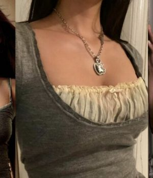 Les-héroïnes-de-drama-vampirique-pour-ado-inspirent-les-tendances-mode-de-2020