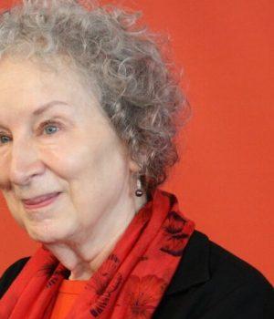 Margaret_Atwood_-_Foire_du_Livre_de_Francfort_tribune-transphobe