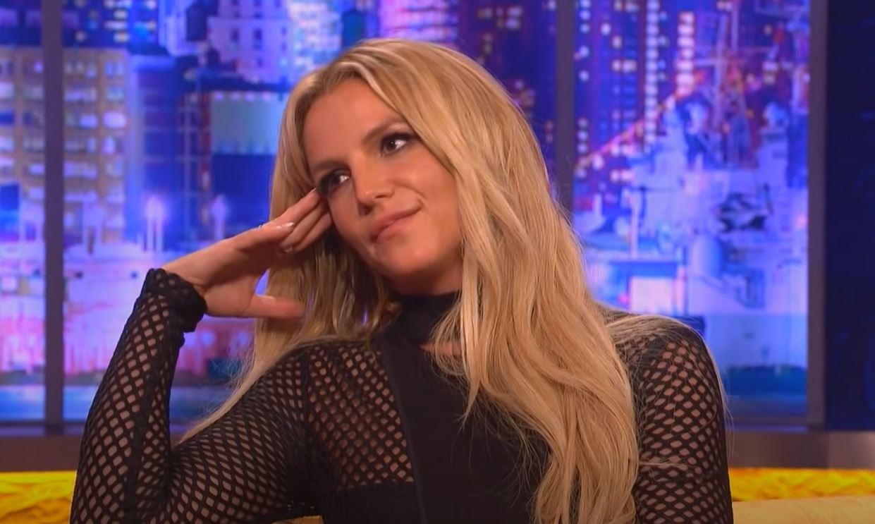 Britney Spears dans le clip Slumber Party (capture d'écran)