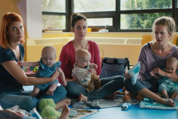 Trois mères avec leur bébé en atelier parental