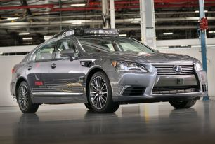 Après l'accident mortel d'Uber, Toyota suspend ses tests de voitures autonomes