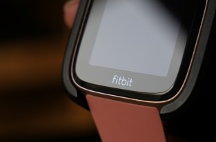 Des associations tentent de faire capoter l'acquisition de Fitbit par Google