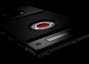 RED Hydrogen One : la sortie du smartphone « holographique » approche