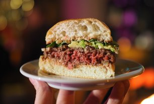 On a testé l'Impossible Burger 2.0, le steak haché vegan qui veut sauver le monde