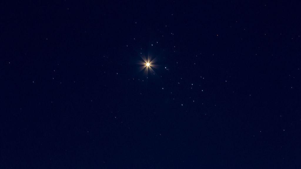 Pourquoi Vénus semble-t-elle si brillante en ce moment ?